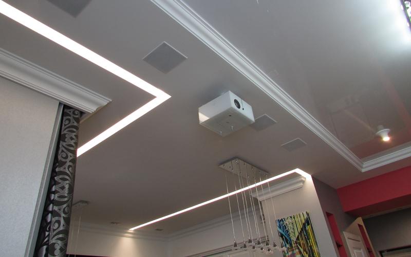 Проектор Sim2 установлен на потолке