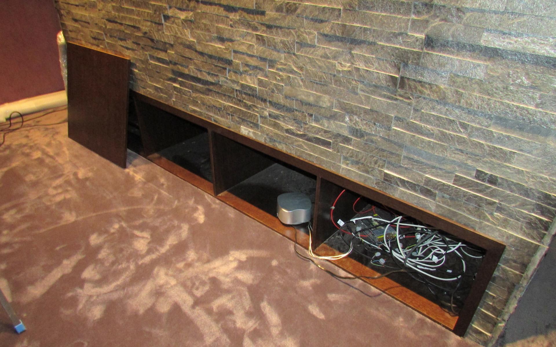 Ниша для установки электроники домашнего кинотеатра