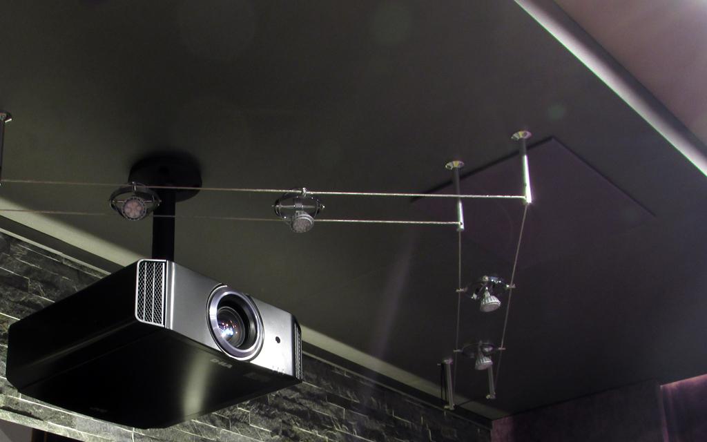 Персоанльный кинозал. Проектор JVC DLA-X5500WE