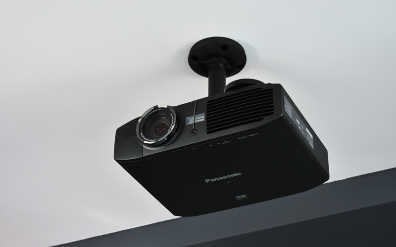 Проектор Panasonic PT-AE8000, крепление Chief
