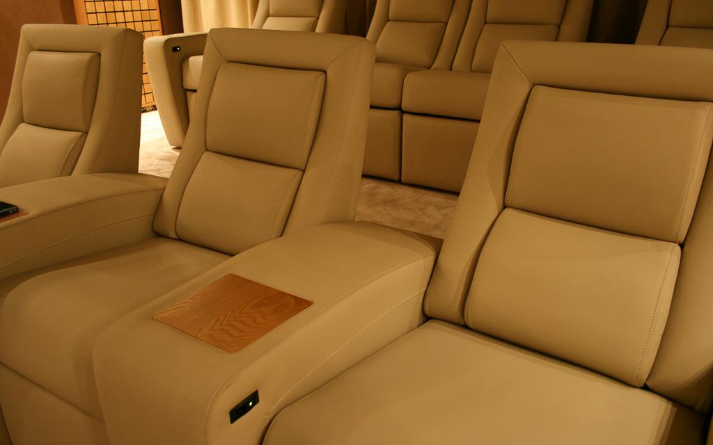 Кресла для кинозала изготовлены по индивидуальному заказу