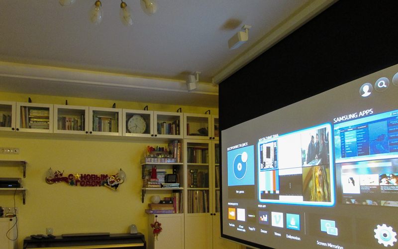 Экран домашнего кинотеатра Digis с ручным управлением