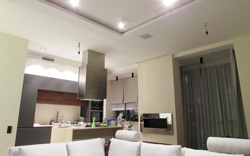 Встроенные в потолок акустические системы