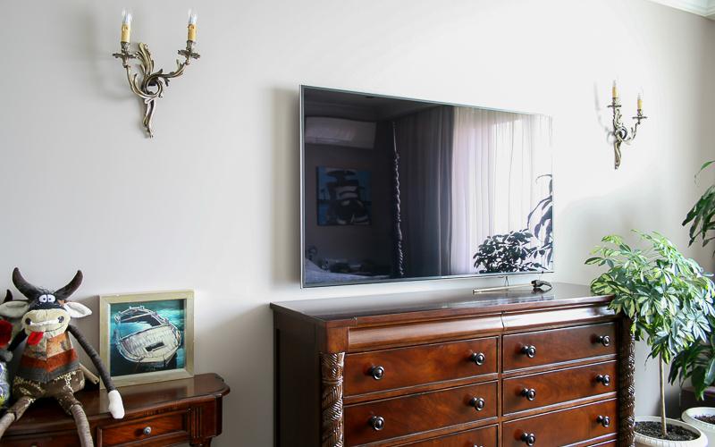 LED-телевизор Samsung в спальне