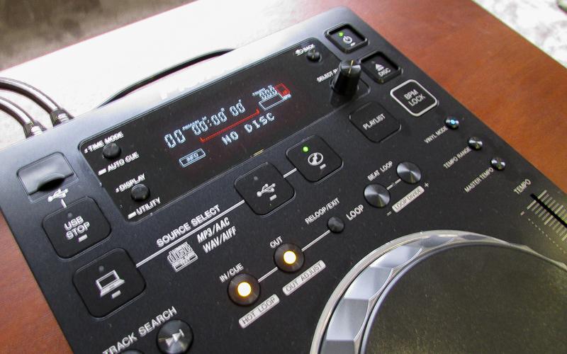 Компоненты DJ-оборудования в кинотеатре - CD-плеер