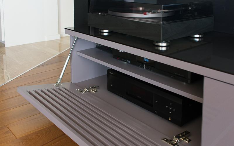 Источники сигнала домашнего кинотеатра: Blu-Ray-плеер, медиаплеер, ТВ-приставка