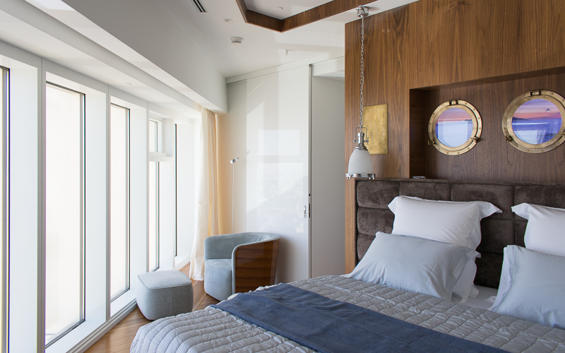 Аудиосистема в спальне на основе встраиваемой в стены акустики B&W