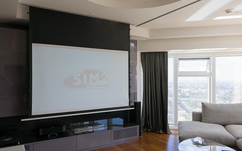 Домашний кинотеатр с проектором в квартире. Экран Elite Screens
