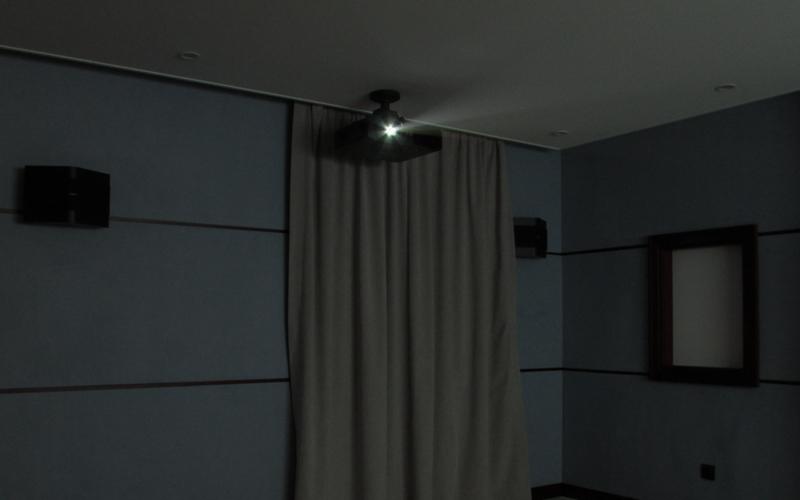 Проектор Panasonic PT-AE8000 в процессе работы