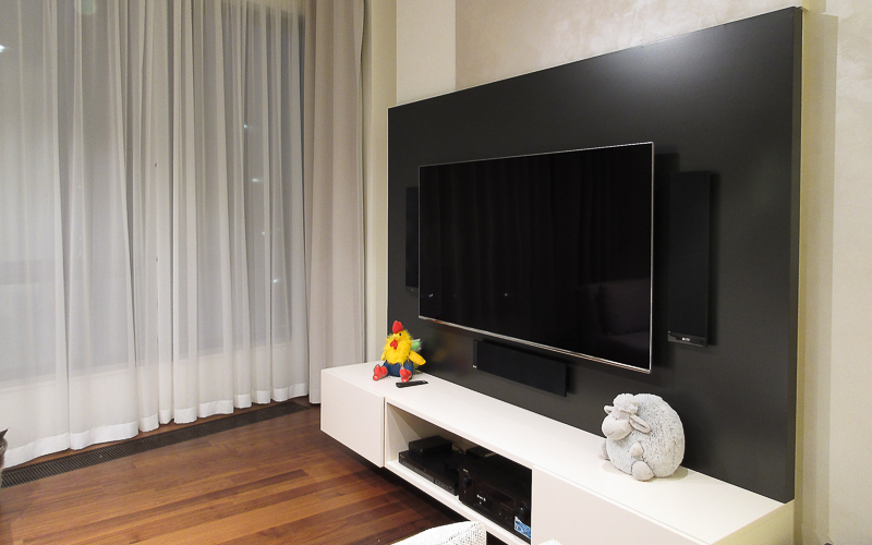 Домашний кинотеатр с настенными акустическими системами KEF
