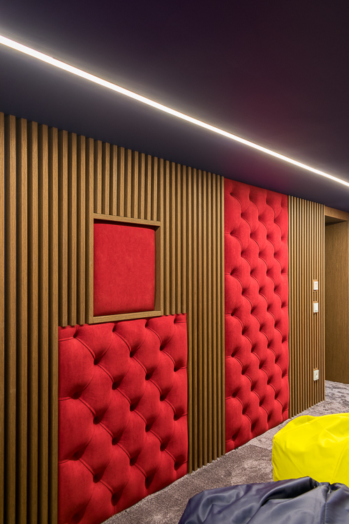 Элементы декоры, за которыми смонтированы акустические системы каналов окружения